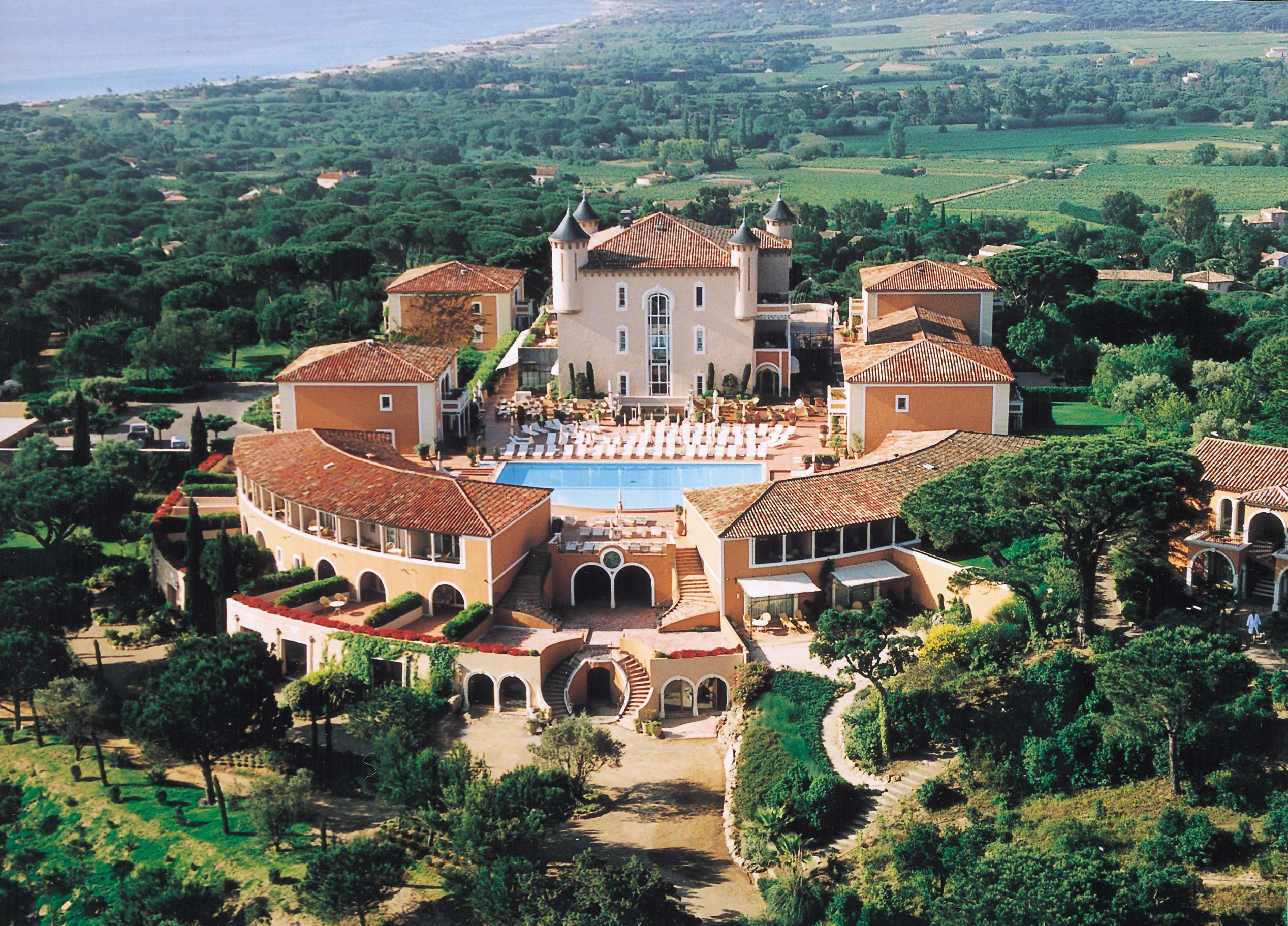 Saint tropez 39 s fairytale castle chateau de la messardiere for Hotel luxe france