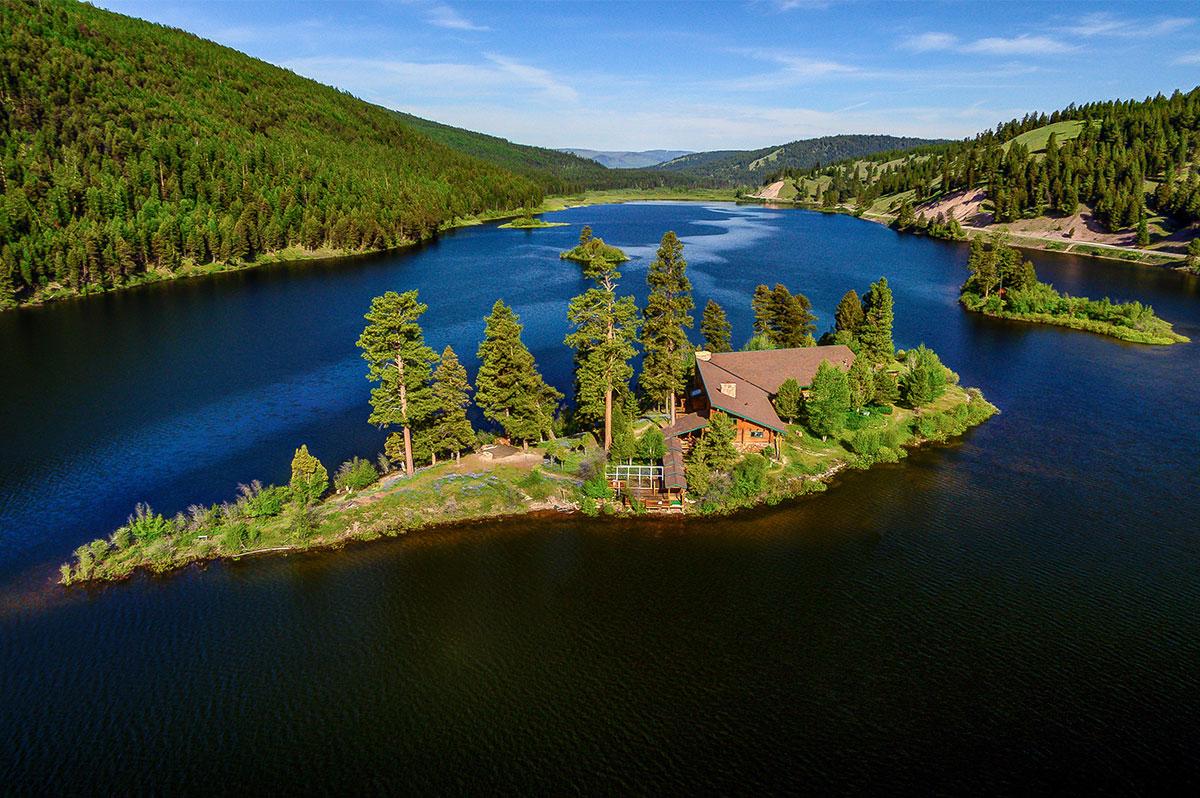 Island Lodge at Salmon Lake