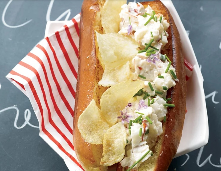lobster roll crusted with poato chips